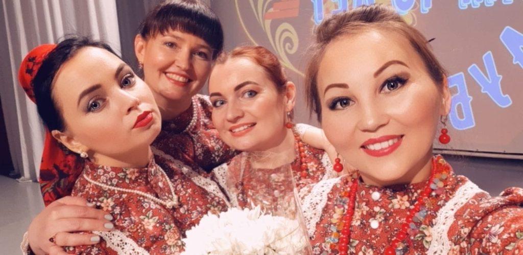 Девушки народного ансамбля Дубрава