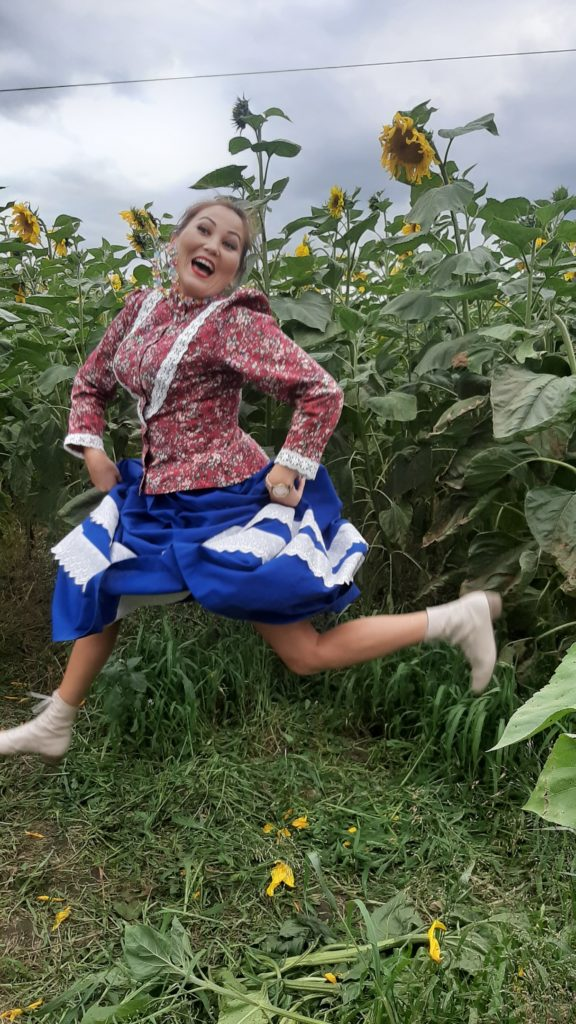 Девушки бегут смешное фото