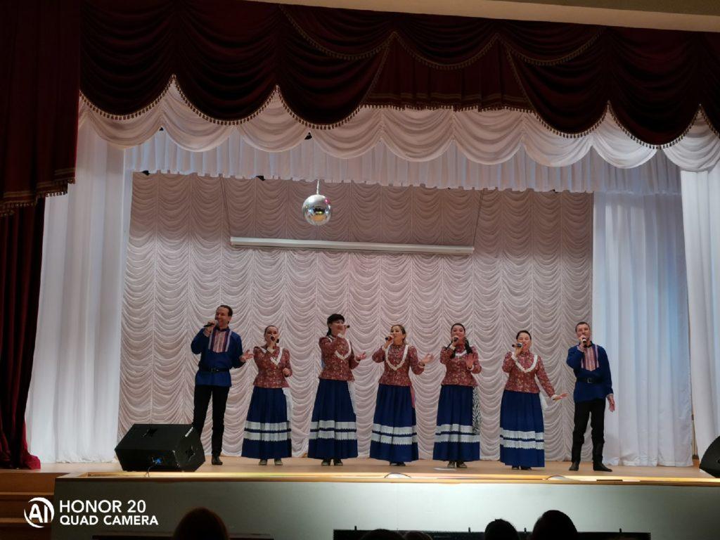 Красивый русский ансамбль народной песни